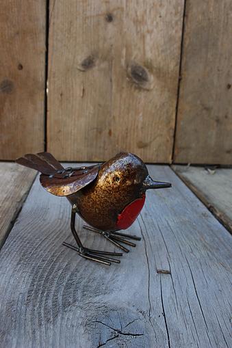 recycled metal bird Robin