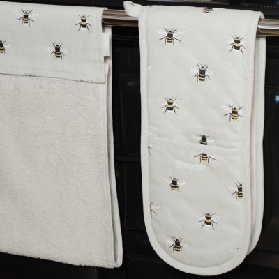 Oven Gloves & Tea Towels