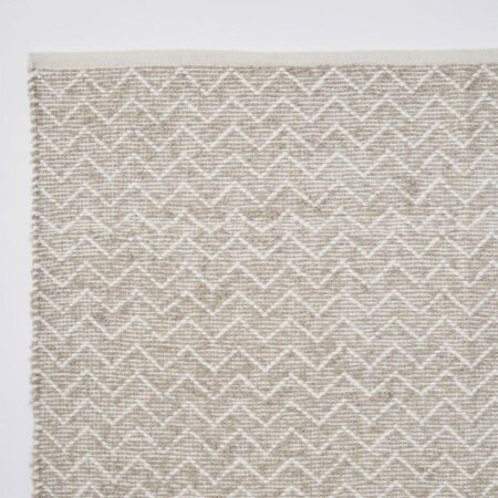 Chenille rug made from recycled bottles Chinchilla colour