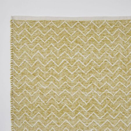 gooseberry rug made from recycled bottles, zig zag patterned