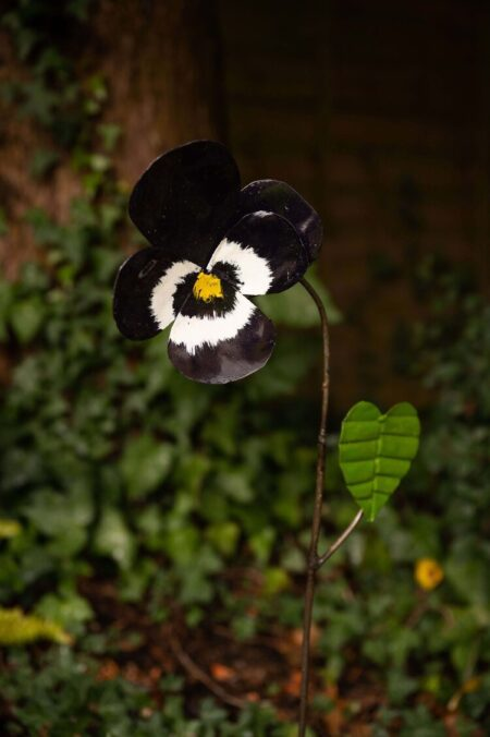 recycled metal flowers Viola